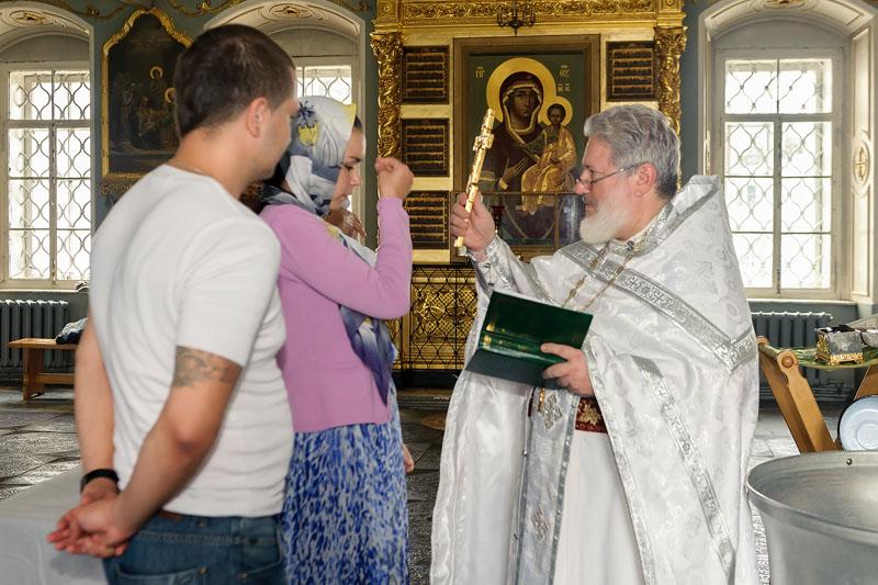 Обряд в церкви. Крестины